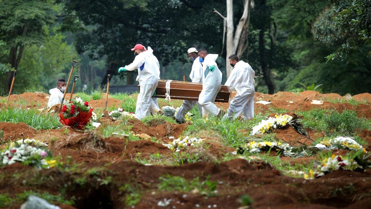 Brezilya COVID-19 ölümlerinde yeni rekor kırdı Brezilya Covid-19 ölümlerinde yeni bir rekor kırdı. Ülkede Nisan ayında toplamda 82 bin kişi öldü. Toplam...