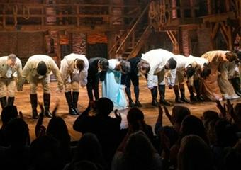 Broadway Tiyatrosu yeniden perdelerini açtı