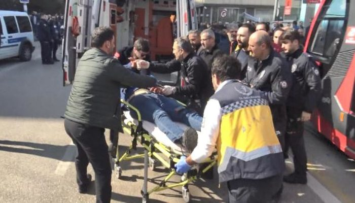 Bursa'da bir kişi eski eşini bıçakladı, yakalanacağını anlayınca kendi boğazını kesti
