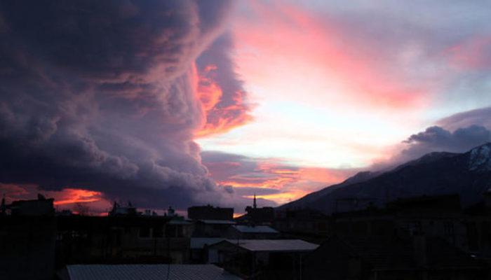 Bursa'da kentin etrafını kara bulutlar sardı