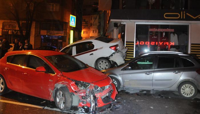 Bursa'da zincirleme kaza! 6 araç birbirine girdi