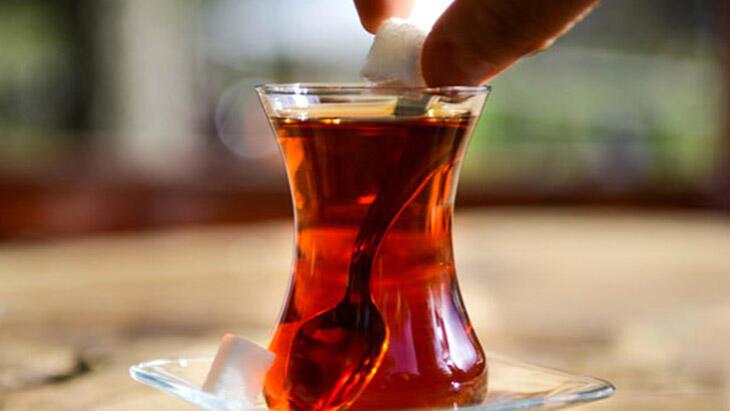 Çay şekerli mi içilir, şekersiz mi? İşte en doğru çay içme yöntemi!