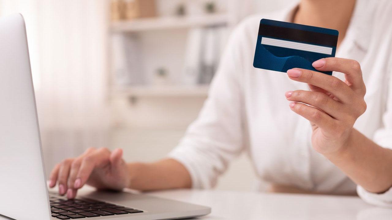 Çevrimiçi alışverişlerimizde nelere dikkat etmeliyiz? Kişisel Verileri Koruma Kurumu (KVKK), kişisel verilerimizin güvenliği bakımından çevrimiçi alışverişlerde...