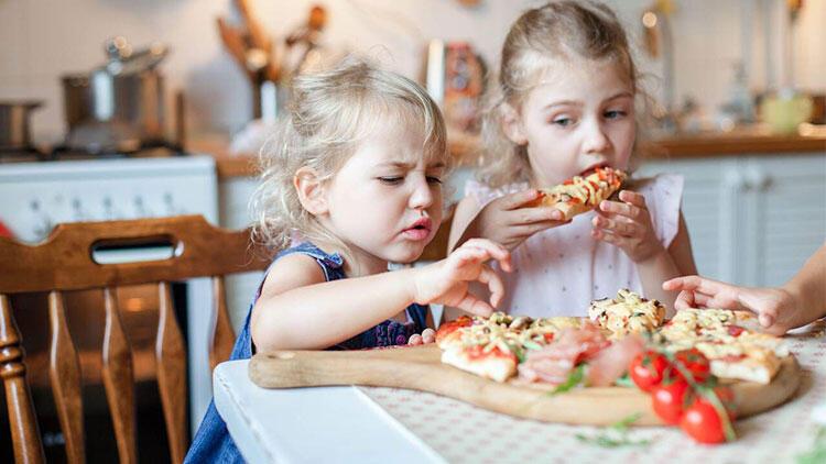 Çocuklarınızın sağlıklı yiyecekler yemesini sağlayacak 7 öneri