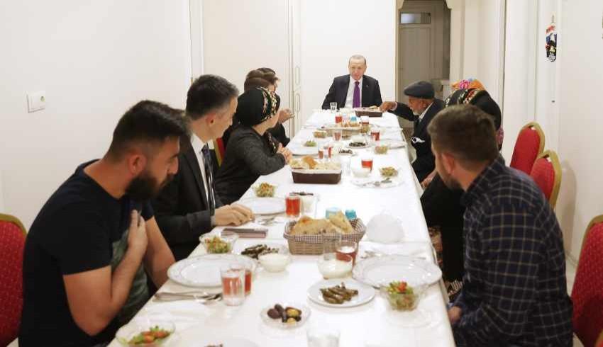 Cumhurbaşkanı Erdoğan, Ayaş'ta çiftçi Dikmen ailesiyle iftar yaptı