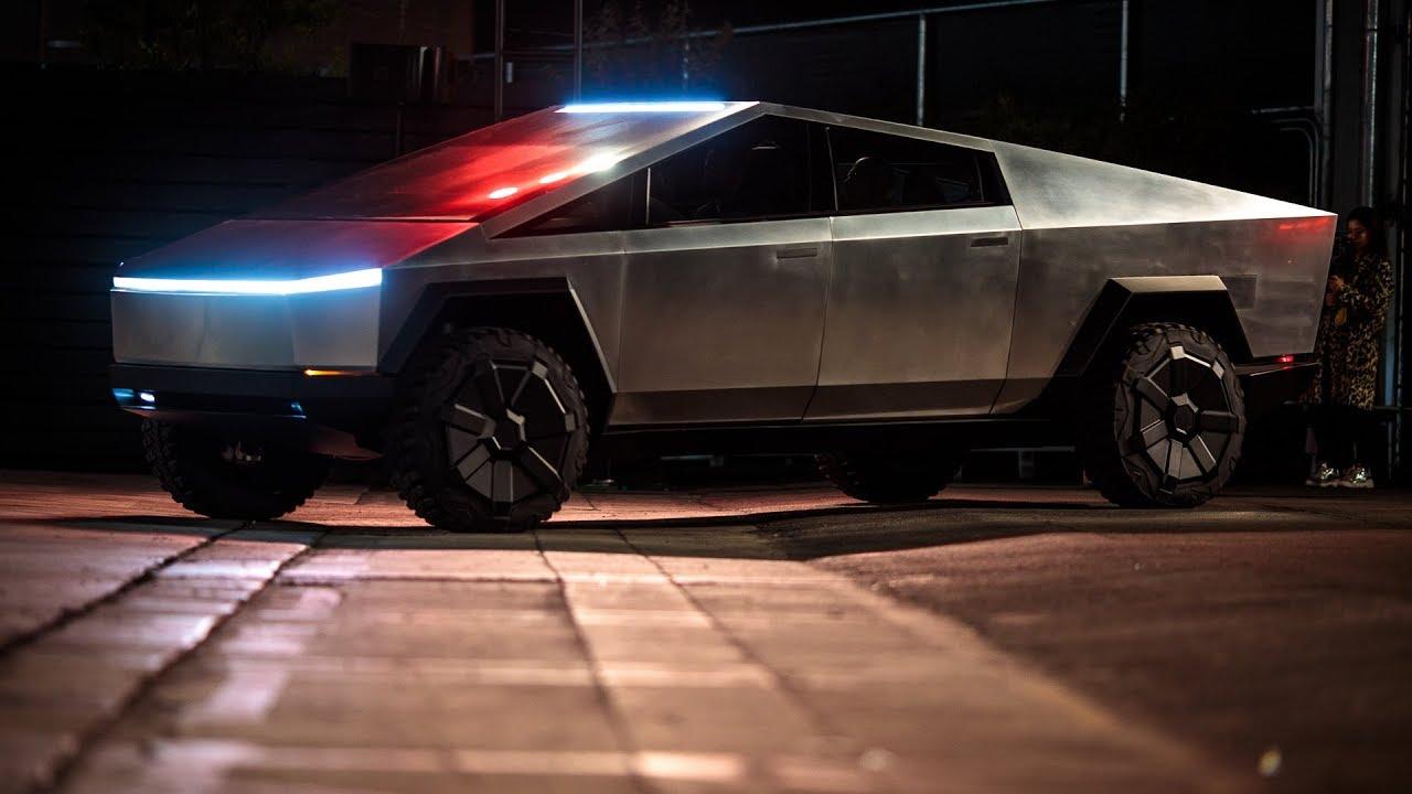 Cybertruck prototipi bu hafta sonu New York'ta Paylaştığı her tweet ile gündem olmayı başaran Elon Musk, uzun zamandır satışa çıkması beklenen Tesla...