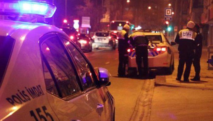 Denizli'de 'dur' ihtarına uymayan sürücü, otomobili polislerin üzerine sürdü