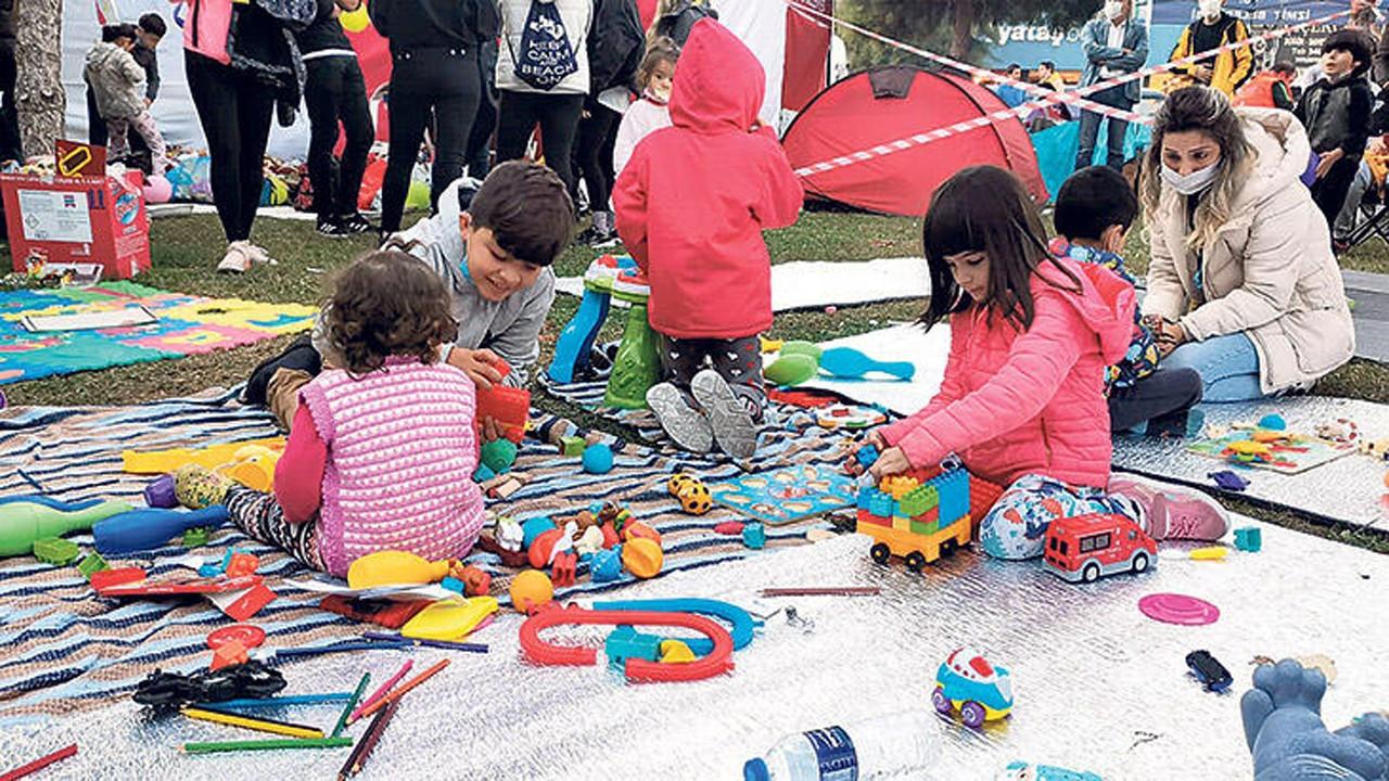 Deprem mağduru çocuklara moral