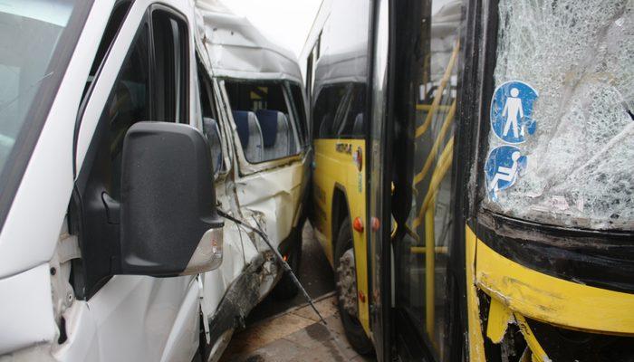 Diyarbakır'da halk otobüsü ile minibüs çarpıştı! Yaralılar var