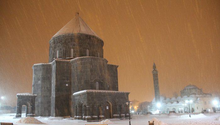 Doğu Anadolu'da kar yağışı etkisini sürdürüyor