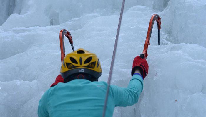 Dünyaca ünlü dağcılar 'sakin kent'te buz tırmanışı yaptı