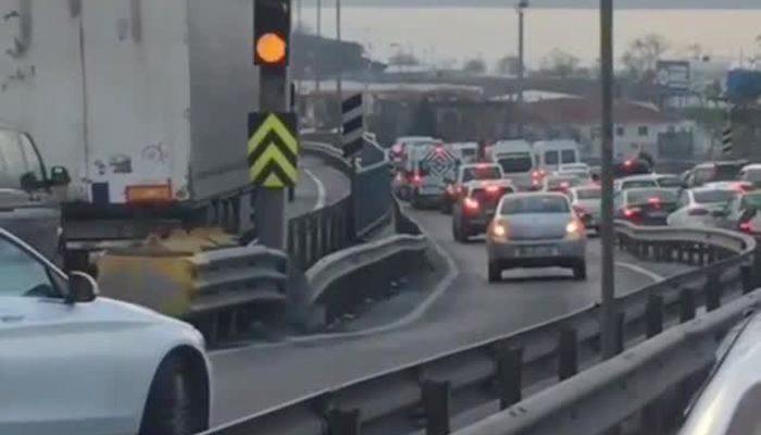 E-5'te trafik terörü: Trafiği görüp geri geri yola çıktılar