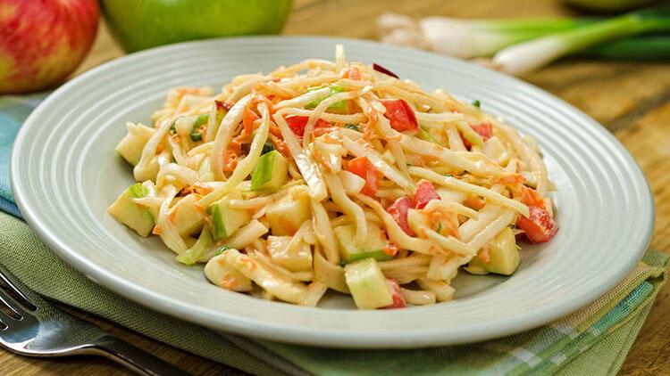 Elmalı beyaz lahana salatası tarifi