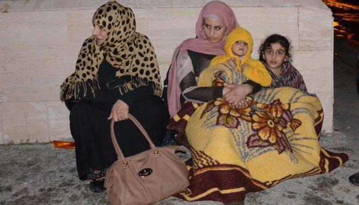 Evlerine geldiklerinde şoka girdiler! Suriyeli aile kucaklarında çocukla sokakta kaldı!
