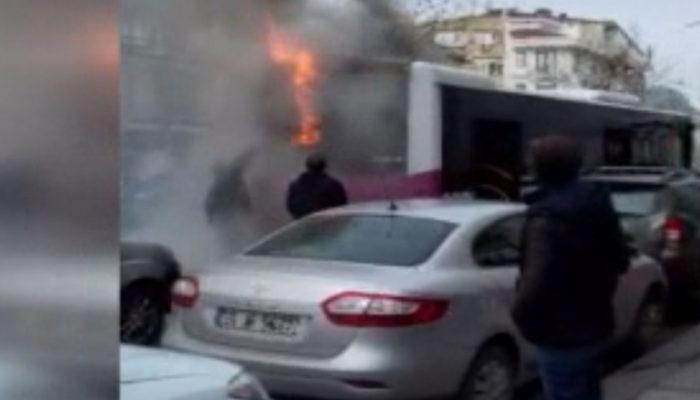 Fatih'te halk otobüsü alev aldı