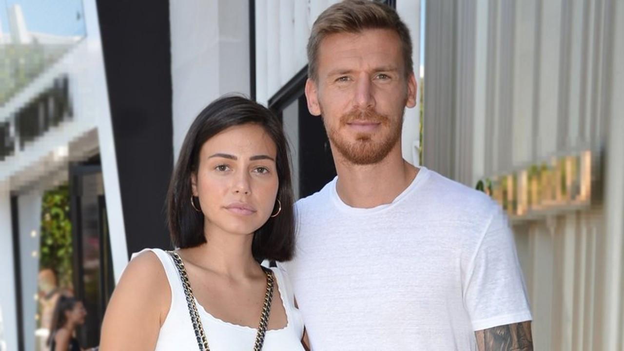 Futbolcu Serdar Aziz'in eşi karantinada