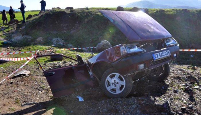 Gaziantep'te cip ile çarpışan otomobil ikiye bölündü: 1 ölü, 2 yaralı
