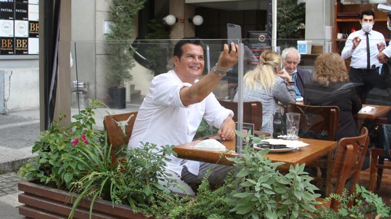 Hakan Peker sıkıntıdan selfie çekti
