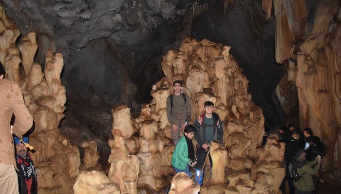 Hakkari'de öğrencilerin keşfettiği mağaranın bölgede bir benzeri daha yok