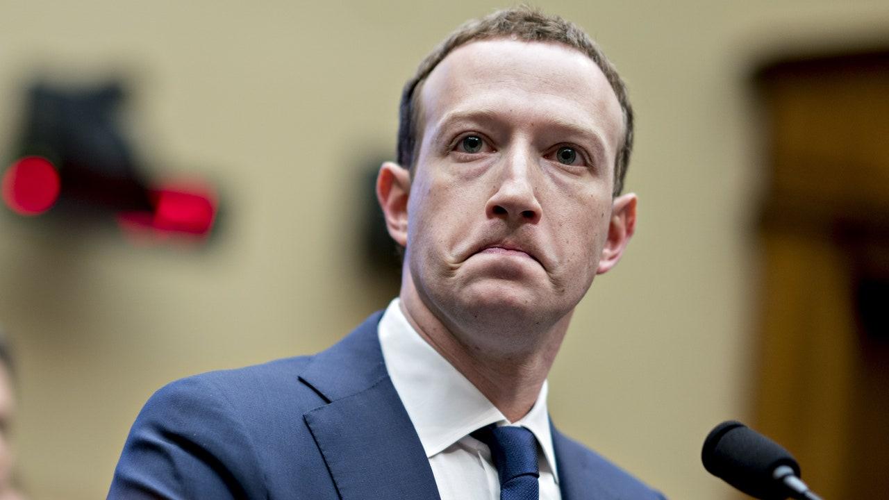 iPhone kullanıcılarından Facebook'a kötü haber Apple'ın yeni veri gizliliği politikası, sosyal medya şirketlerini zora soktu. ABD'deki Facebook kullanıcılarının...