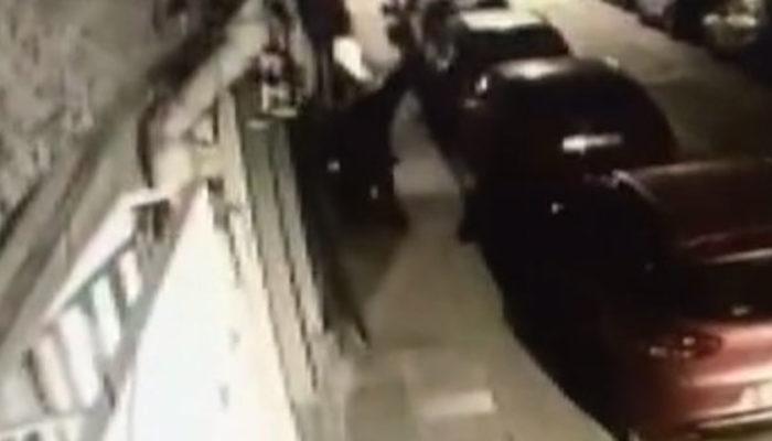 İstanbul'da köpeğe tecavüz etmek isteyen kağıt toplayıcısını mahalleli tekme tokat dövdü