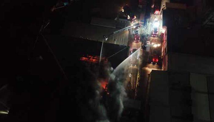 İstanbul'da korkutan yangın! Fabrika alevler içinde kaldı
