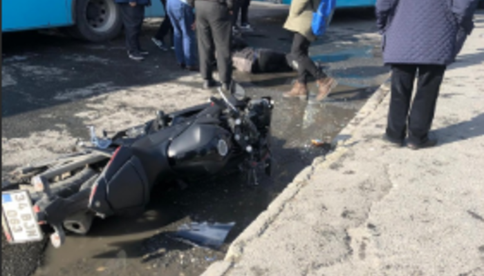 İstanbul'da sürat motosikleti yayaların arasına daldı