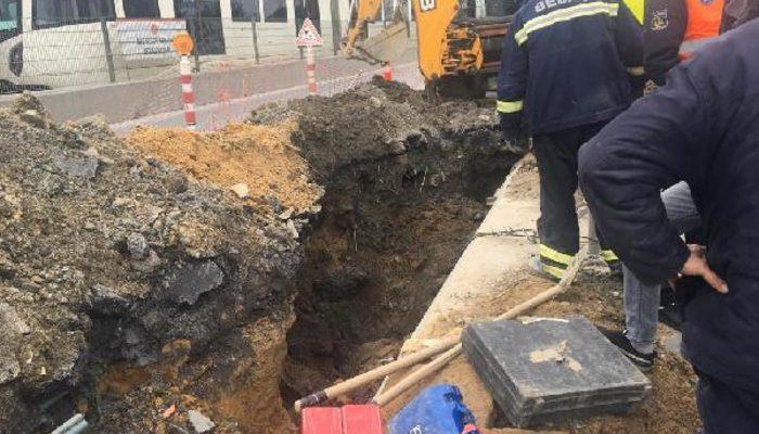 İstanbul'da toprak çöktü! 1 işçi toprak altında kaldı