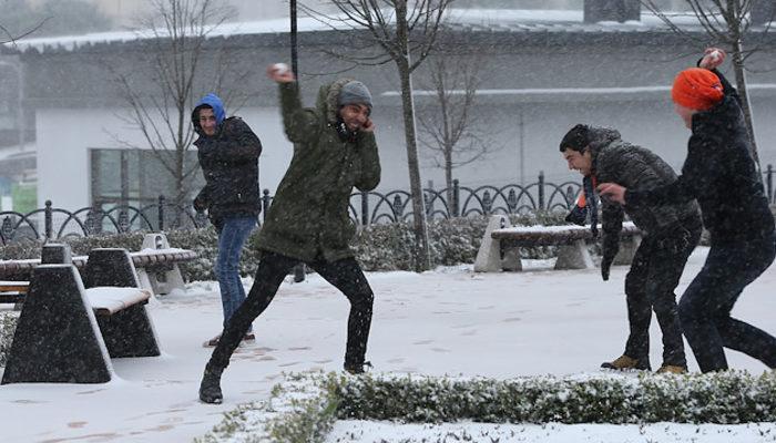 İstanbul'da yarın okullar tatil mi? (25 Şubat Pazartesi okullar tatil mi?)