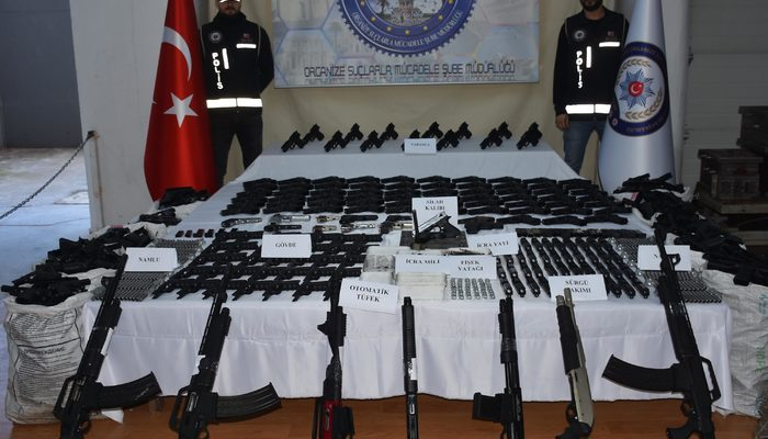 İzmir'de kaçak silah fabrikasına helikopterli operasyon!