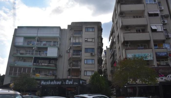 İzmir'deki binaların görüntüsü şoke ediyor!