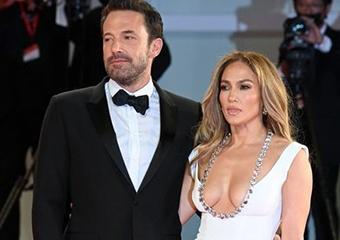 Jennifer Lopez ve Ben Affleck'in kırmızı halıdaki aşk gösterisi