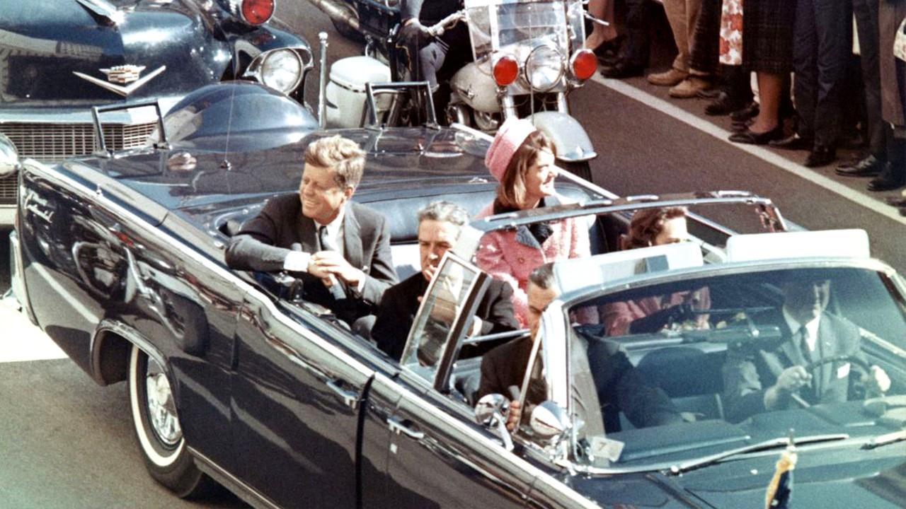 John F. Kennedy'nin suikasta uğradığı gün kullandığı otomobil satıldı