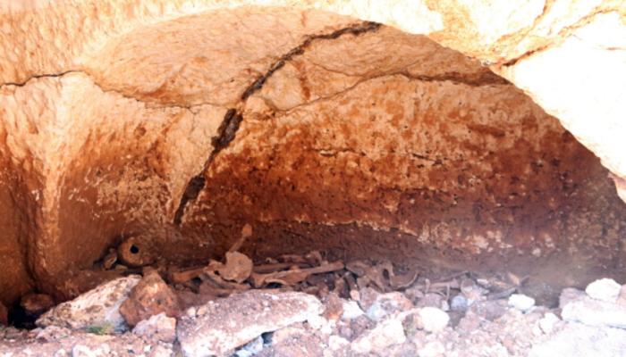 Kanal kazısı sırasında kaya mezarı bulundu