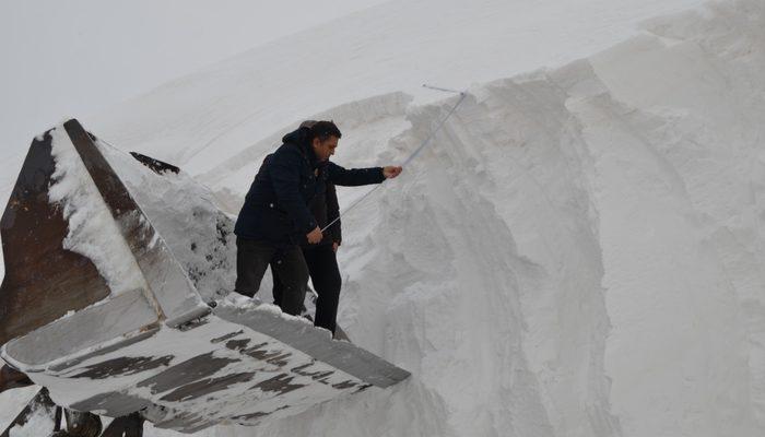 Kar kalınlığı 10 metreye ulaştı! 9 köye hala ulaşım sağlanamadı