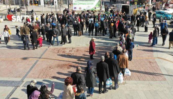 Karabük 'ün Safranbolu ilçesinde bez çanta kuyruğu