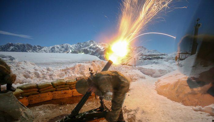 Karla kaplı dağlarda terörle zorlu mücadele