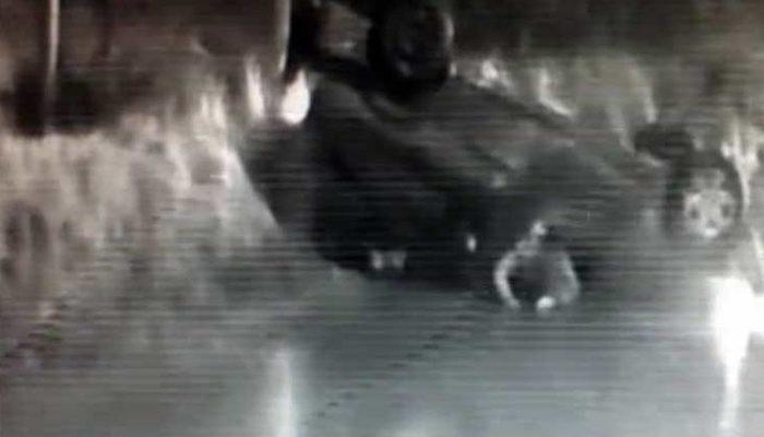 Kartal'da inanılmaz kaza! Sürünerek kurtuldukları anlar kamerada
