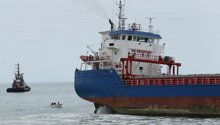 Kocaeli'de kuru yük gemisi karaya oturdu
