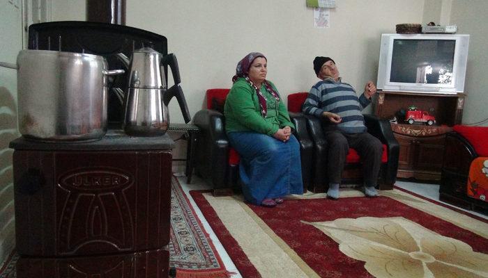Komşularının yardımıyla geçiniyor! Yardım çığlığını Ankara'ya ulaştırmak istiyor