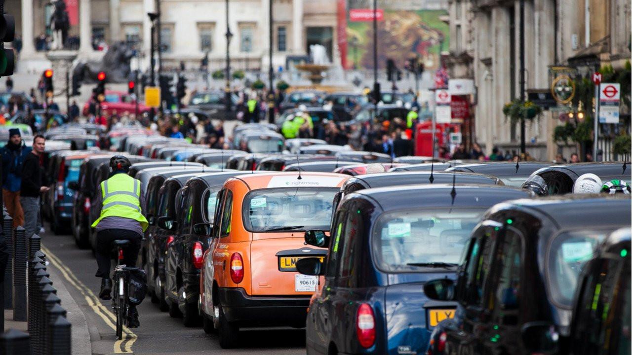 Londra'da hava kirliliğini önlemek için ultra düşük emisyon alanı uygulaması başlatıldı