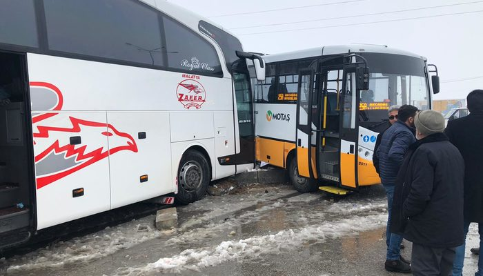 Malatya'da yolcu otobüsü ile halk otobüsü çarpıştı
