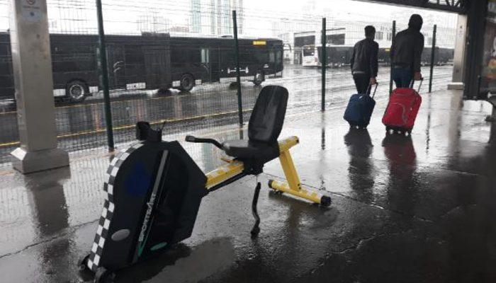 Metrobüs duraklarında bir ilk! Yoğun ilgi gördü