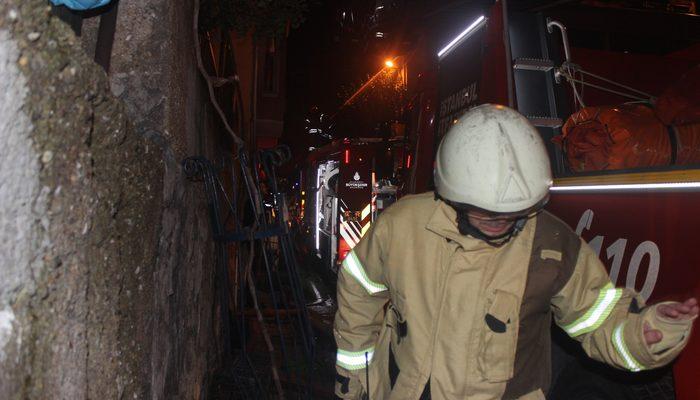 Panikle binayı terk ettiler! Beşiktaş'ta gece yarısı korkutan yangın!