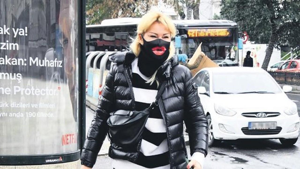 Pınar Altuğ maskesiyle dikkat çekti