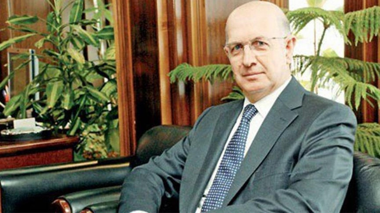 Prof. Dr. Ahmet Acar kalbine yenildi