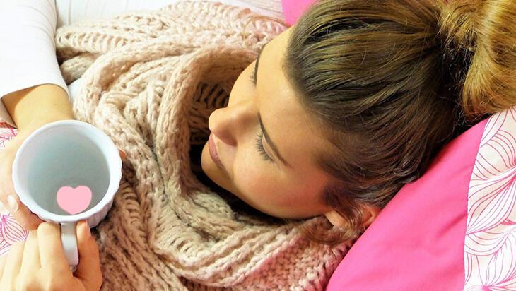 Soğuk Algınlığı (Nezle) Belirtileri Nelerdir? Soğuk Algınlığına Ne İyi Gelir?