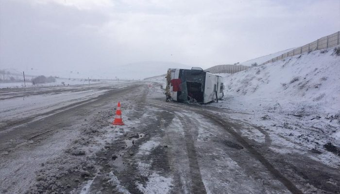 Son dakika: Sivas'ta yolcu otobüsü devrildi! Çok sayıda yaralı var