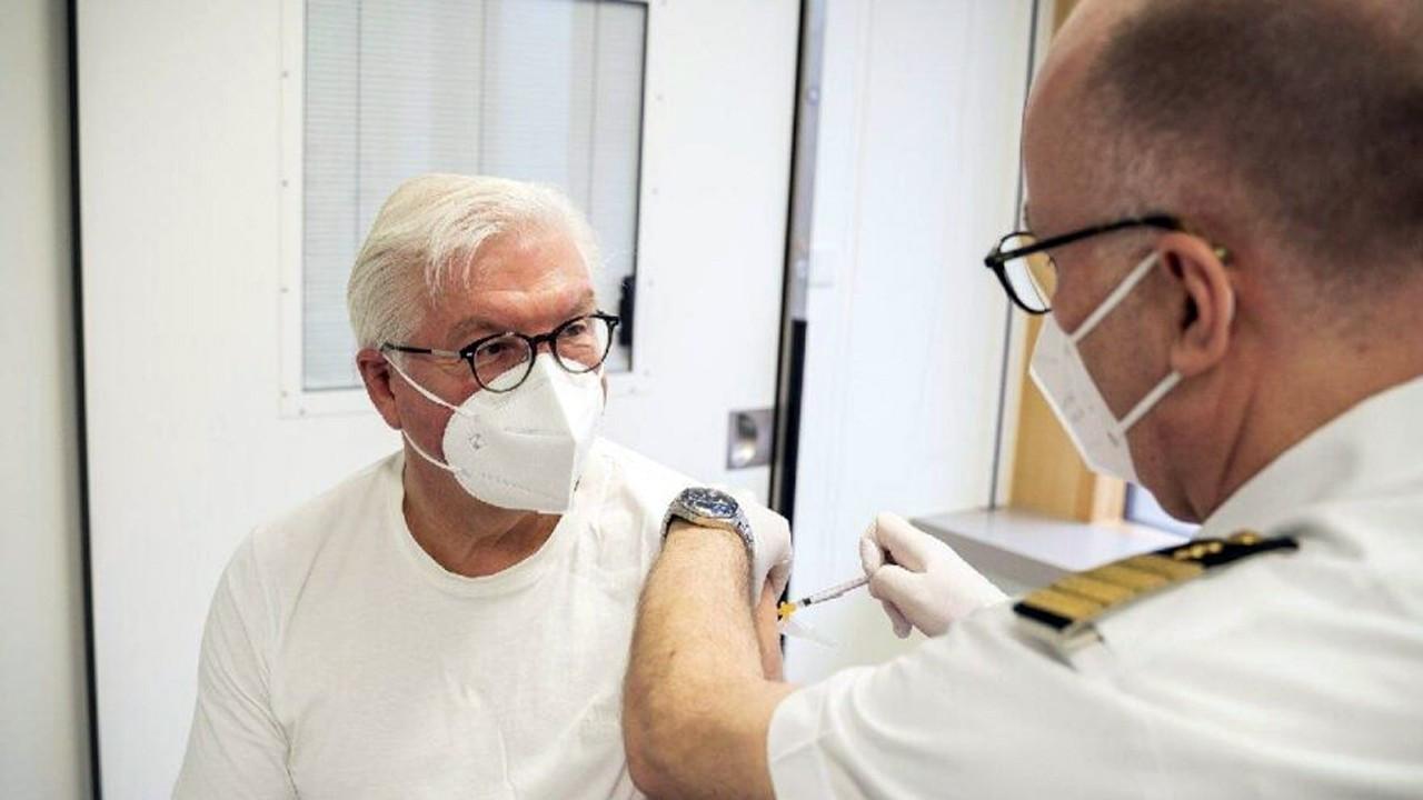Steinmeier AstraZeneca aşısı oldu, tartışmalar alevlendi!