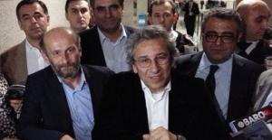 Can Dündar ve Erdem Gül'ün duruşması protesto nedeniyle başlamadı